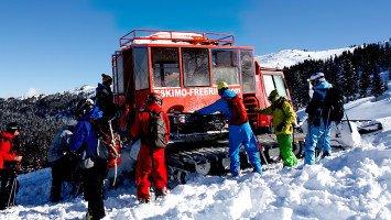 Eskimo Snowcat Freeriding